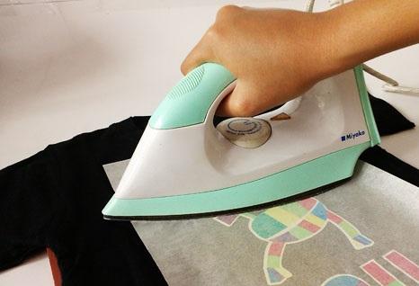 merawat sablon rubber - tahap menyetrika